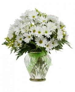 Цветы в большой вазе